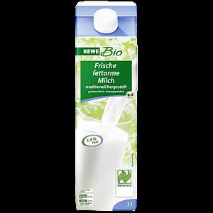 Frische fettarme Milch 1,5% Fett, traditionell hergestellt, M�rz 2012